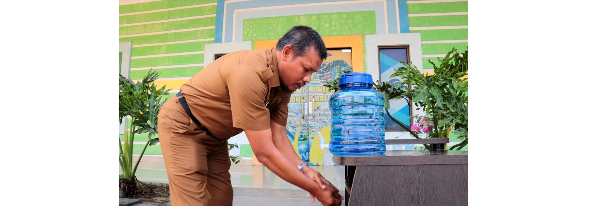 Cegah Corona, Dinas Kominfo Sergai Siapkan Wastafel Cuci Tangan dan Hand Sanitizer